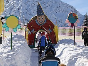 Kinder beim Skikurs