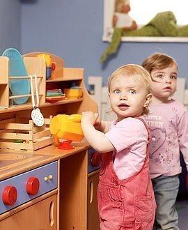 Kleinkinder in der Spielecke