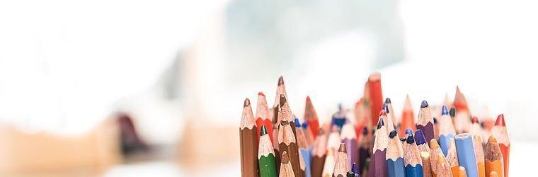 Buntstifte zum Malen im Kinderbereich