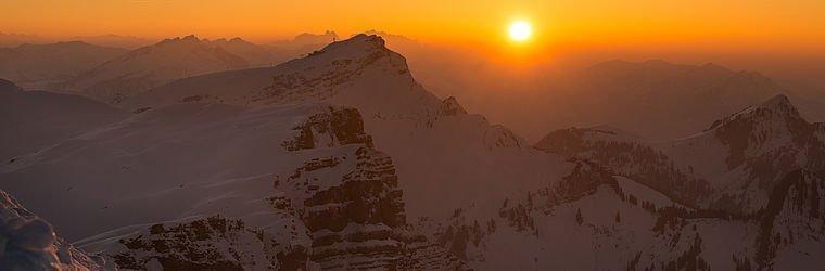 Sonnenuntergang mit Blick auf die Berge