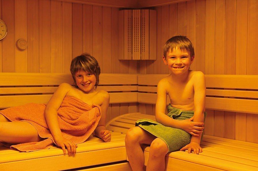 entspanntes alpines saunieren alphotel kleinwalsertal. Black Bedroom Furniture Sets. Home Design Ideas