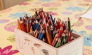 Buntstifte im Kinderbereich des Alphotel