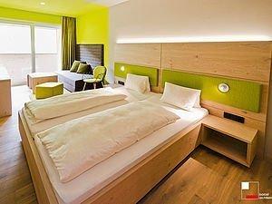 Doppelbett im Familienappartement