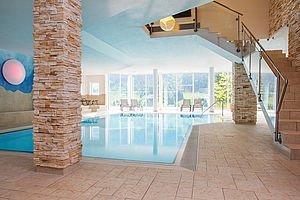 Schwimmbad im Familienhotel Alphotel | Hirschegg