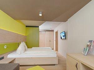 Freundliches Schlafzimmer | Alphotel Hirschegg